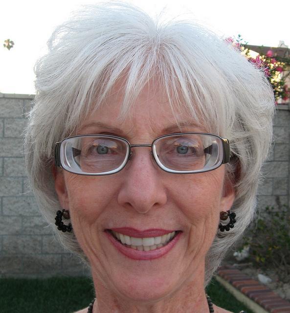 e6bdf2f13e4 How can I adjust to no-line bifocals  How long to get used to bifocals