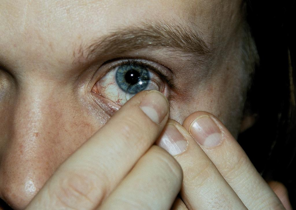 put in contact lenses, put in contact lenses question and ...
