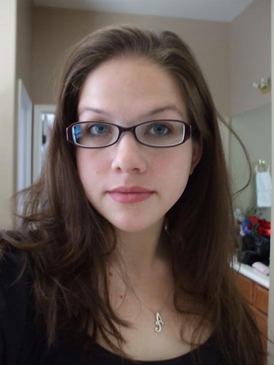 Anal Vorstellungsgespräch dünne Brünette Hure mit Brille
